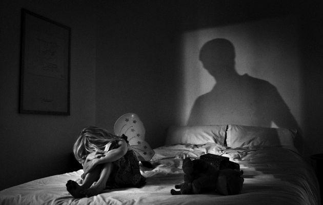 Sốc: cha ruột để 7 tên đàn ông lạm dụng con gái 13 tuổi ở Tây Úc
